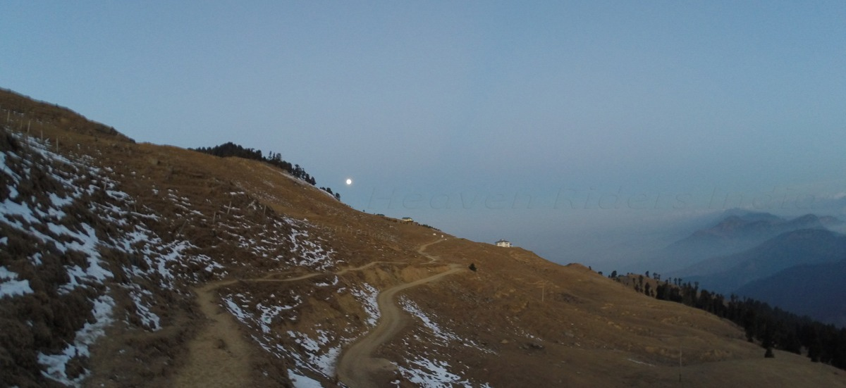 Morning-at-Prashar-lake