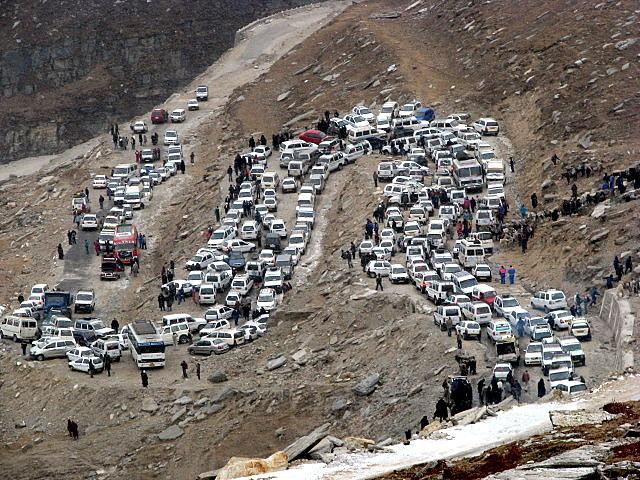 traffic-jam-rohtang
